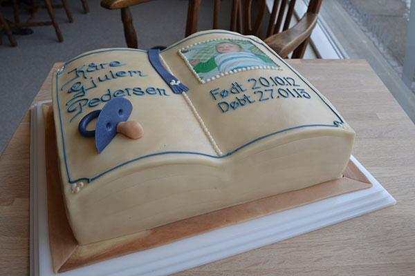 Dåbsbog-i-kage