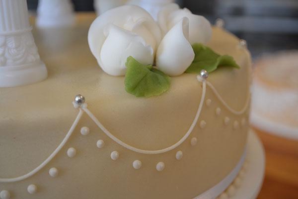 Elegant-bryllupskage-dekortion