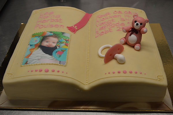 Marcipan-bamse-på-kage