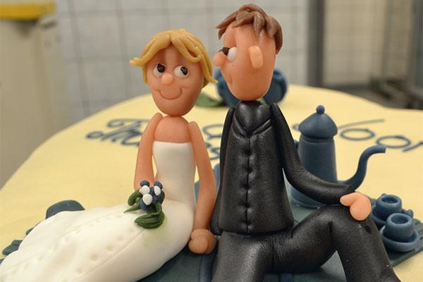 Unikt-brudepar-til-kage