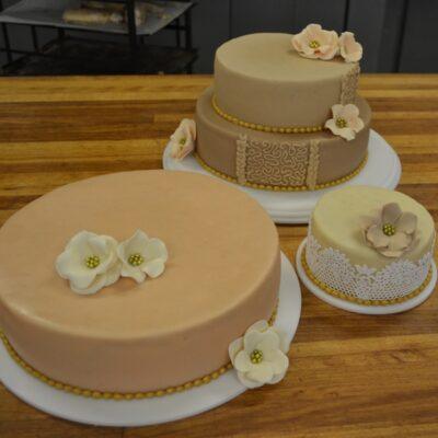Gylden bryllupskage
