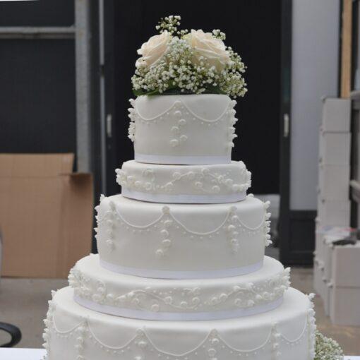 Bryllupskage i forskellig højder