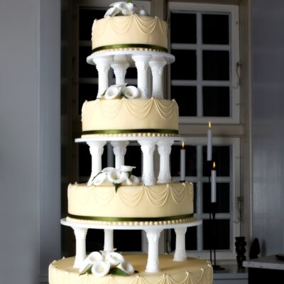 Bryllupskage på søjler