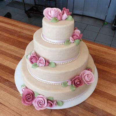 Elegant og lyserød bryllupskage
